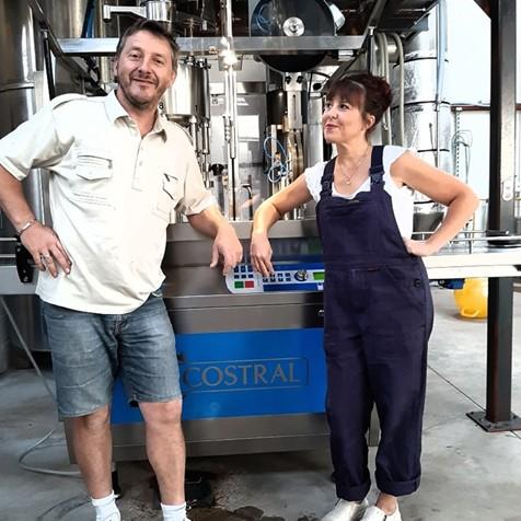AB Bière brasse une dizaine de bières différentes aux styles variés (Triple, Blanche, Brune, Cassis, Pomme…)